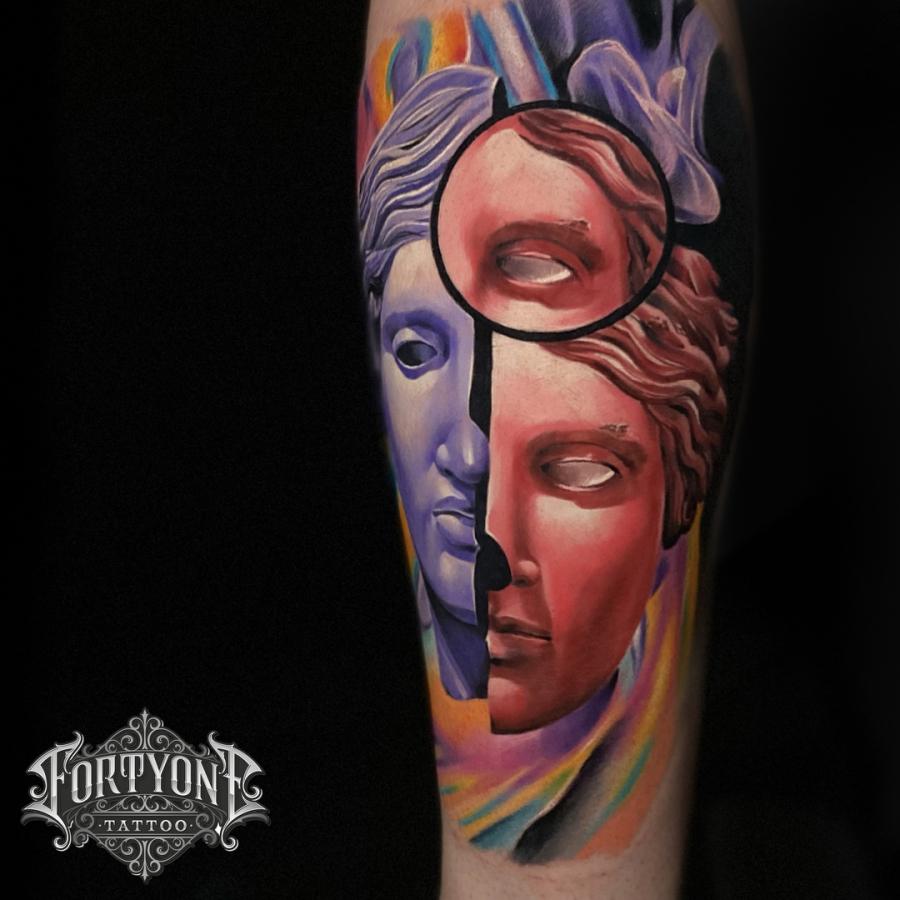 Tattoo Oberarm griech. Mythologie