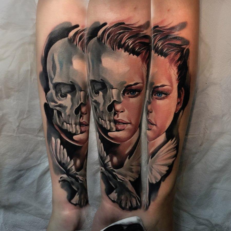 Tattoo Oberarm Schädel