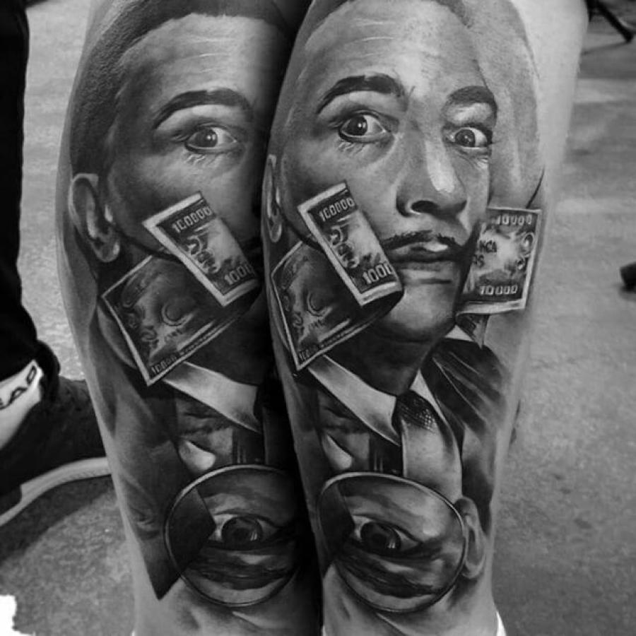 Tattoo Oberarm Frau mit Zigarette