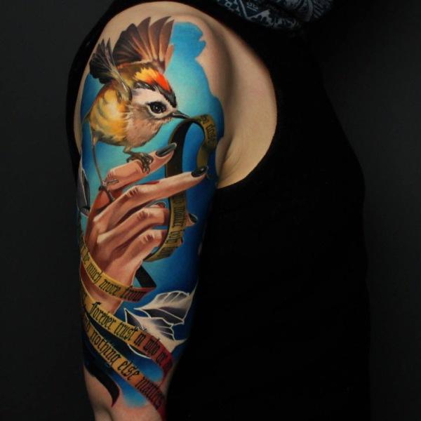 Oberarm Tattoo Frau Portrait