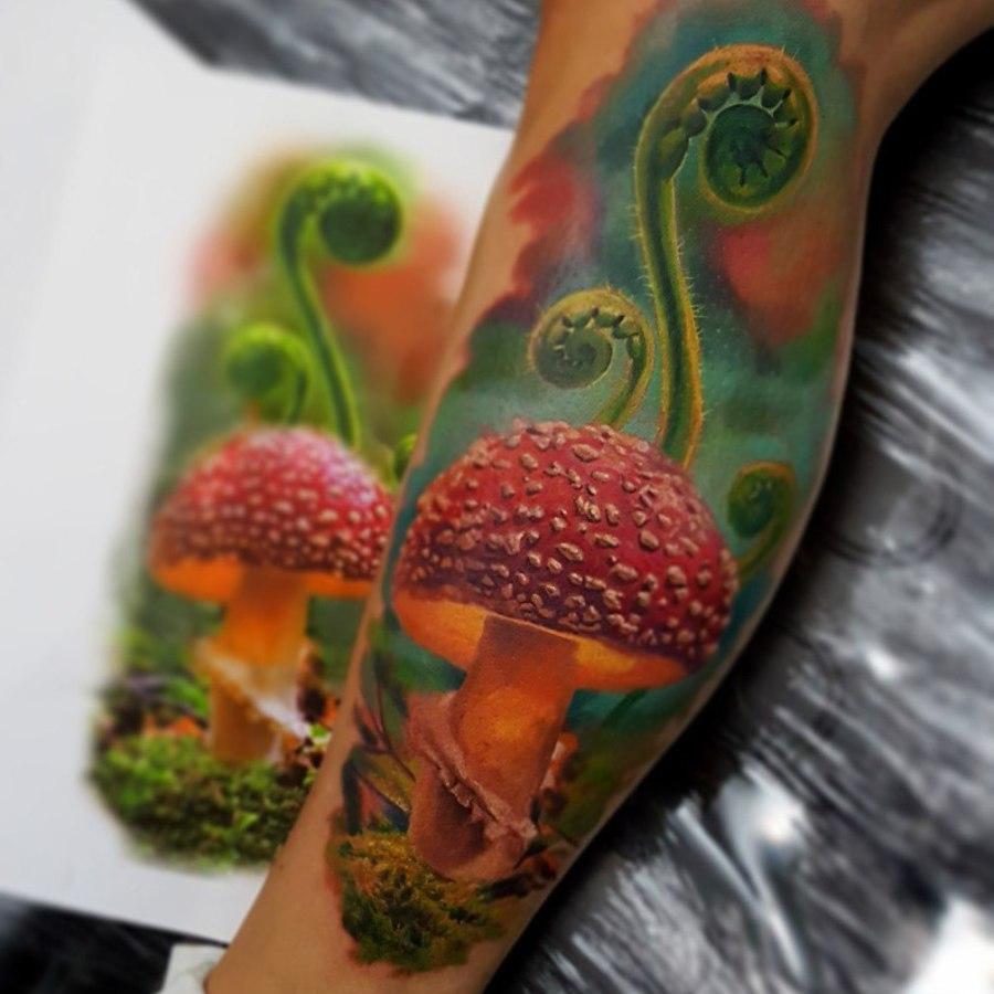 Tattoo Oberarm Welle Dotwork
