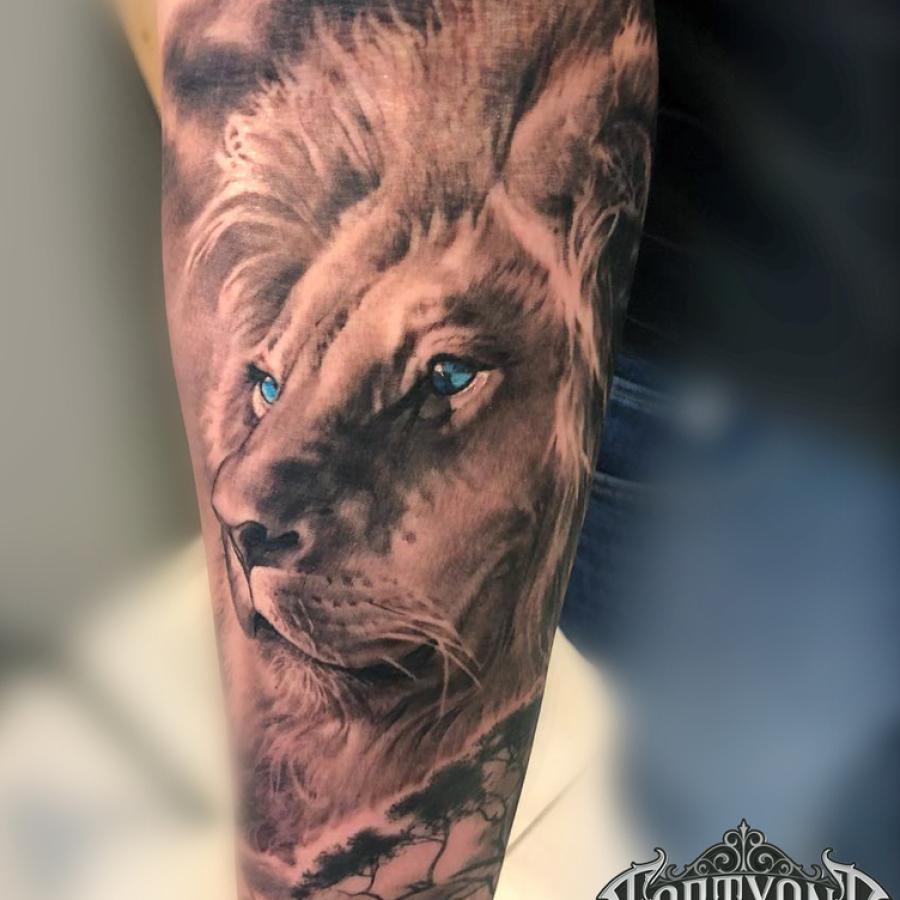 Tattoo Overarm Löwe knurrt