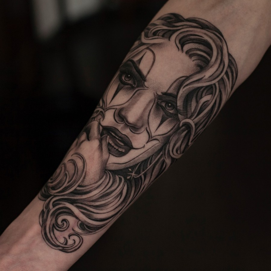 Tattoo Unterarm Fledermaus Comic Farbe